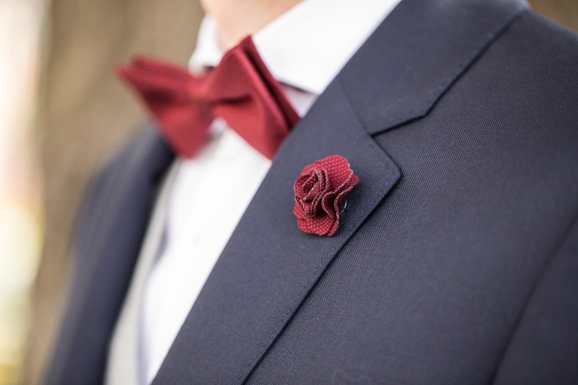 Hochzeitsanzug Blumenschmuck
