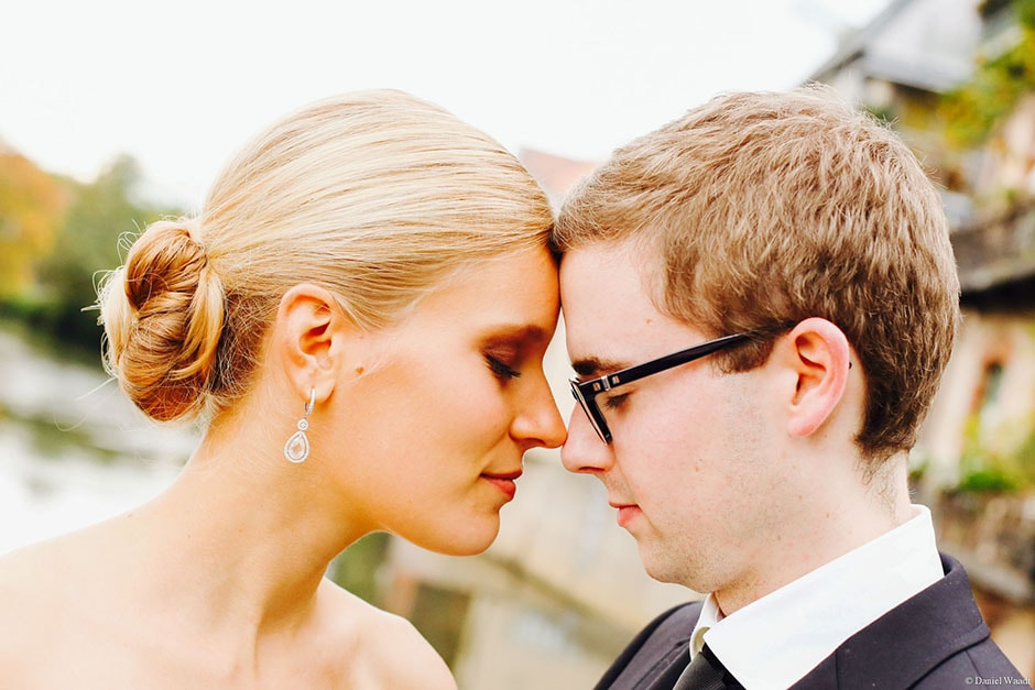 Kopf an Kopf Brautpaar