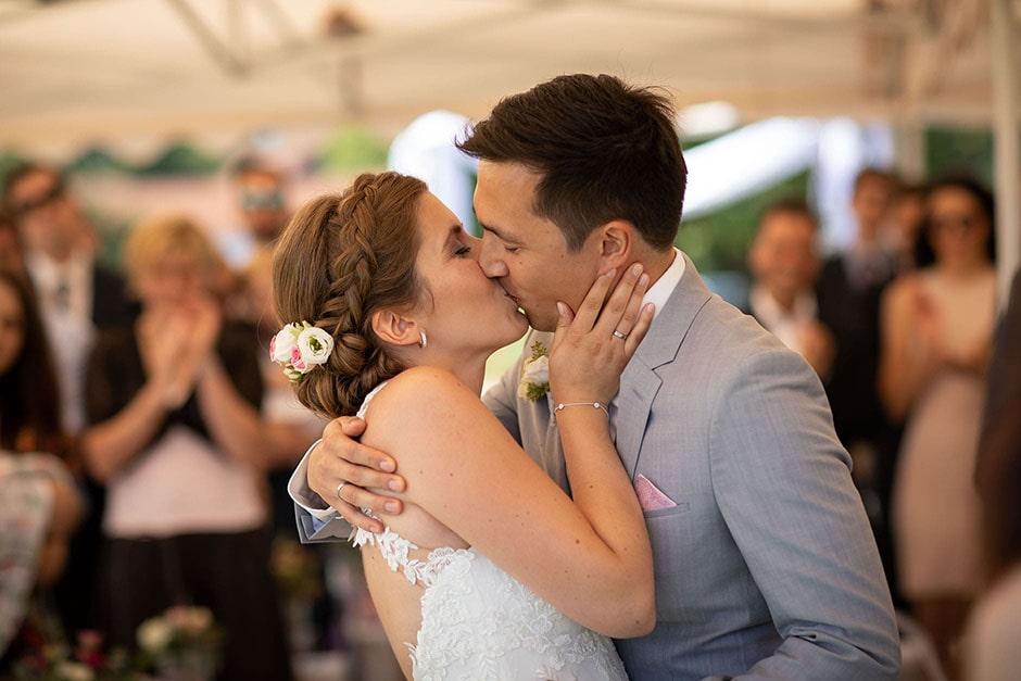 Hochzeit erster Kuss Trauung